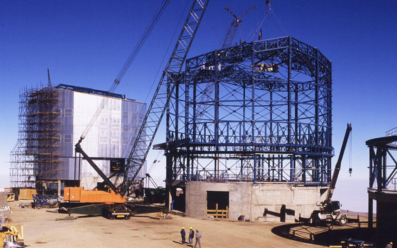 Progetto di costruzione del Very Large Telescope (VLT) nel deserto di Atacama in Cile